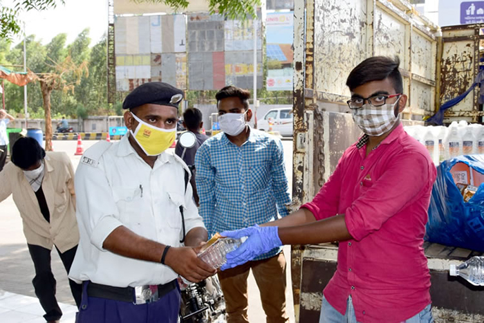 mineral-water-distribution-our-Covid19Warriors-16-05-20-main